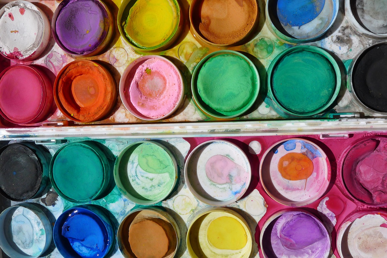 Make your own homemade liquid watercolors or watercolor paints