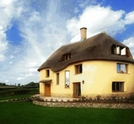 Creative Commons: Benjahdrum https://en.wikipedia.org/wiki/File:The_Cob_House_-_Cadhay.jpg (adapted)