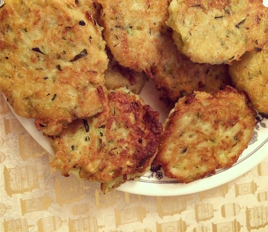 zucchini fritters (easy, gluten free, vegan version too)