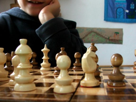 Kids can learn to play chess with free 84-page book online