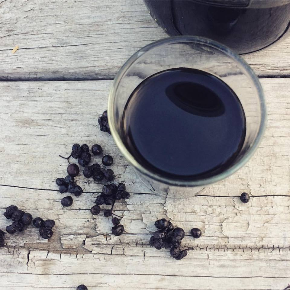 Make your own elderberry schnapps from dried elderberries